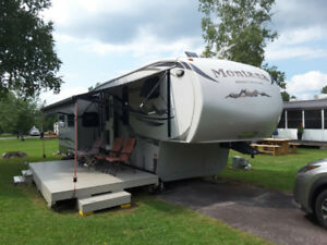 Fifth wheel Montana High Country 346 rl 2011