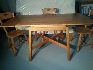 IMPERIAL LOYALIST MAPLE DINING SET