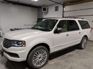2015 Lincoln Navigator 4X4  - FULL LOAD w/ only 124k kms!