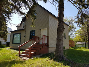 Emerson-  small town border community  3 bedroom home