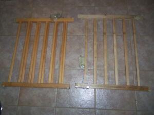 2 Barrières d'escalier en bois