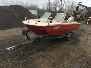 18 FOOT BOW RIDER, TRI HULL BOAT 55 HP, ONLY $2,500