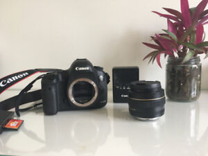 CANON MARK III EOS 5D 22.3 MP FULL FRAME. DIGITAL SLR CAMERA.