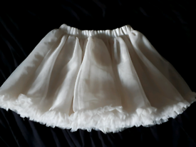 Age 3 to 4 years Girl's skirts, perfect condition 1 x white + 1x cream