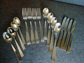 Cutlery set x 4