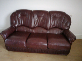 Italian leather 3 seater sofa, well kept, good condition. Collect only