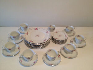 Set de Vaiselle ** Chateau Rose Vintage ** China Service for 8