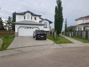 HOUSE FOR SALE/ bi-level (open for rent)