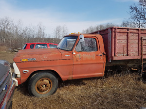 1962 Ford F-250 Truck with Box and Hoist