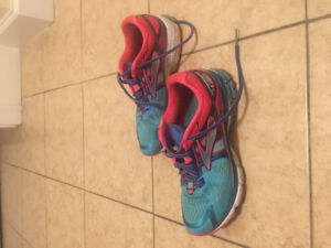 Size 9 brooks sneakers