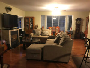 Room for rent in South Windsor~ Close to St. Clair College