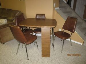 Table with 4 chairs and a leaf Strathcona County Edmonton Area image 1