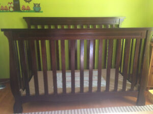 Baby Crib, Mattress & Sheets