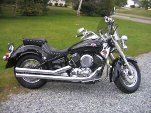 Motorcycle -Yamaha Vstar 1100 - Bike