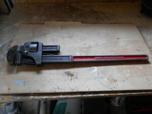 24 INCHES PIPE WRENCH.