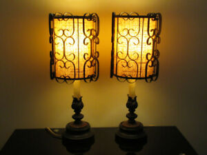 """2 vintage lamps (25"""" tall)"""