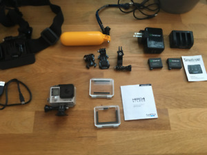 GoPro Hero 4 Silver Kit Complet + carte SD 64GB + batteries &etc