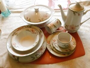 8 place set of dinnerware (70 pieces)