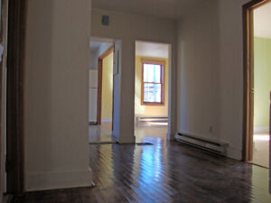 4 BEDROOM FLAT -NORTH ST -DOWNTOWN HALIFAX -AVAIL NOW