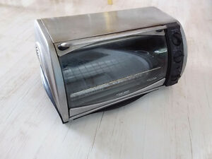 Black and Decker countertop oven. Fits 12 inch pizza