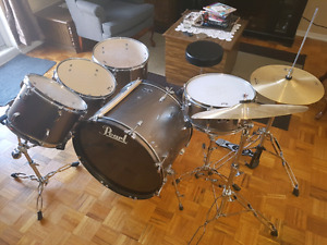 MINT CONDITION Pearl Drum Kit!!!