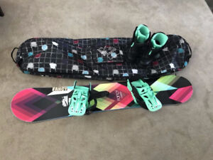 Women's snowboard, bindings, boots and bag!