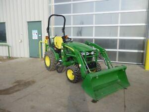 John Deere 2320 Tractor  Loader