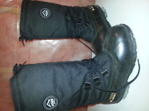 Ladies size 9 snowmobile boots