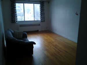 Beautiful 3 ½ Place Darlington,Cote-des-Neiges.Rent of May free!