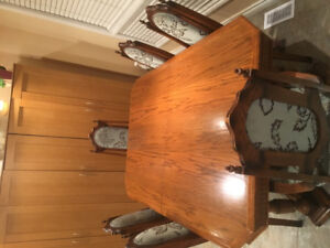 Beautiful solid wood dining set- expandable table with 6 chairs