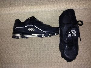 BASEBALL SHOES MENS SIZE 9