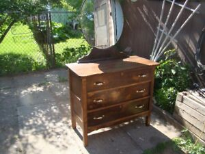 3 drawer solid wood antique dresser with mirror