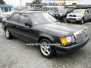 1988 Mercedes benz 300e Super Clean Collector Classic Low kms