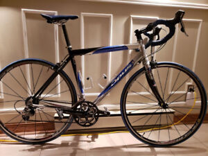 Vélo de route: Opus Triton
