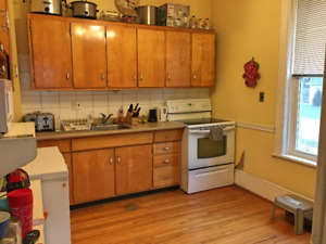 Lovely downtown 2-bedroom house