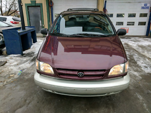 1998 Toyota Sienna XLE Tres Tres propre very very clean