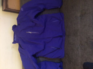 NEW WOMENS ALL SEASON NORTH FACE JACKET FOR SALE.