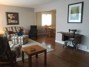 Room for rent in full renovated bungalow, by southgate/UofA