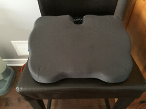 Coccyx seat cushion (donut)
