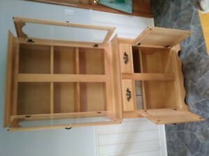 Dining room table & matching hutch (*OBO)