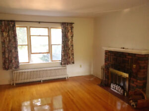 6 furnished bedrooms, south location, 5 minutes to Queen's