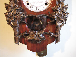 Beautiful hand carved wall clock. Mint!!!!! London Ontario image 3