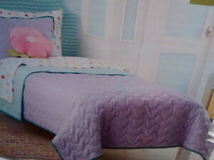 Bed, Bed Comforter... Queen and twin size Kitchener / Waterloo Kitchener Area image 3