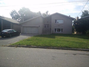 Renovated Large 4 Bdrm Family Home For Rent - Bathurst/Steeles