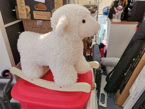 Mouton berçant et plusieurs items pour bebe