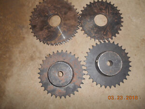 few diff metal gears and roller chain Kitchener / Waterloo Kitchener Area image 1