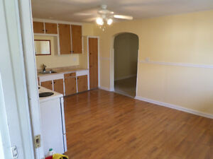 Nice 2 Bedroom upstairs with appliances $925 all inclusive Cornwall Ontario image 1