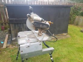 De Walt flipover 110V table saw / mitre chop saw with twin port transf
