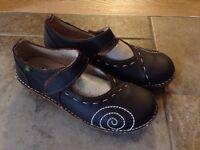Ladies. Size 39. El Naturalista