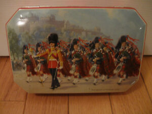 ATTRACTIVE LITTLE VINTAGE COLLECTIBLE HINGED TIN....
